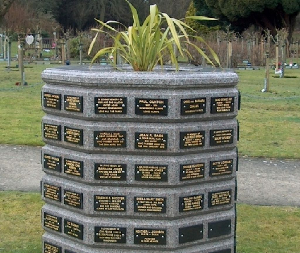 Chapel Lawn Planter Tablet